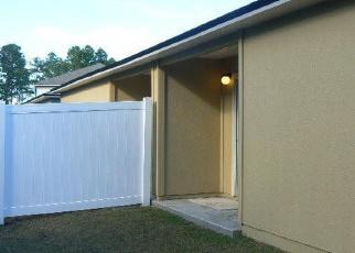 Foreclosed Home en JULIA MARIE CIR, Jacksonville, FL - 32210