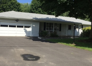 Foreclosed Home en BRUNS RD, Ansonia, CT - 06401