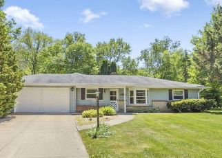 Foreclosed Home en BRIDGET LN, Hales Corners, WI - 53130