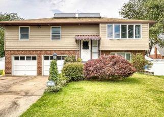 Foreclosed Home en REGENT ST, Hicksville, NY - 11801