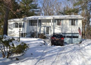 Foreclosed Home en QUEVIC DR, Saratoga Springs, NY - 12866