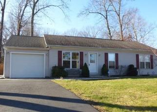 Foreclosed Home en PLEASANT ST, Southington, CT - 06489
