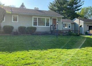 Foreclosed Home en CLOVERLAND DR, Rochester, NY - 14610