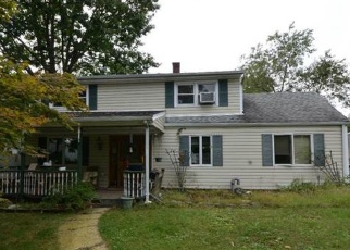 Foreclosed Home in MISTLETOE LN, Levittown, NY - 11756