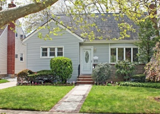 Foreclosed Home in AMBROSE AVE, Malverne, NY - 11565
