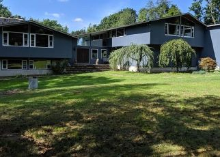 Foreclosed Home en SUNSET HILL RD, Brookfield, CT - 06804