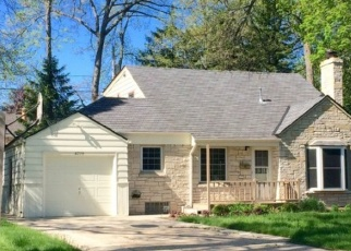 Foreclosed Home en W JACKSON PARK DR, Milwaukee, WI - 53219