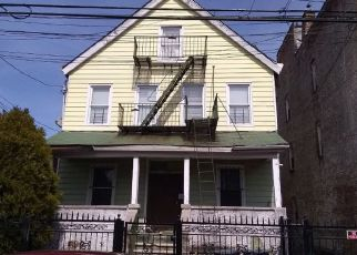 Foreclosed Home en E 219TH ST, Bronx, NY - 10469
