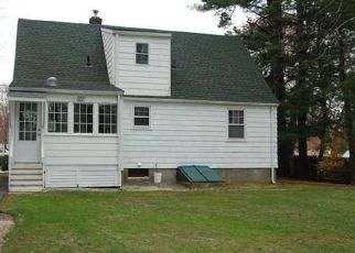 Foreclosed Home en PERSHING ST, Bloomfield, CT - 06002