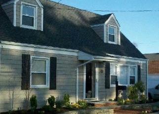 Foreclosed Home en CENTER ST, Hicksville, NY - 11801