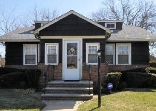 Foreclosed Home en HEMPSTEAD AVE, Hempstead, NY - 11550