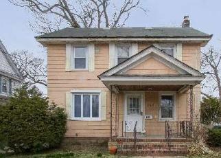 Foreclosed Home en CEDAR AVE, Rockville Centre, NY - 11570