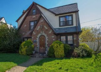 Foreclosed Home en JACKSON AVE, Seaford, NY - 11783