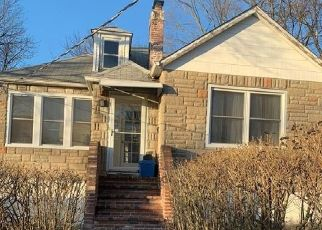 Foreclosed Home en EWING AVE, Spring Valley, NY - 10977