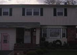 Foreclosed Home en CAPRI PL, Bellmore, NY - 11710
