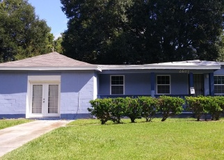 Foreclosed Home en LARKSPUR AVE, Jacksonville, FL - 32209