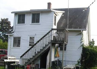 Foreclosed Home en COLTON ST, Windsor, CT - 06095