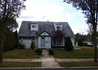 Foreclosed Home en ESSEX LN, Levittown, NY - 11756