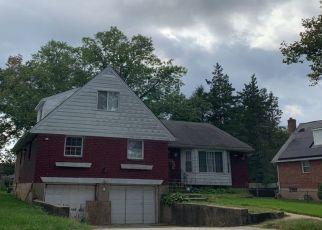 Foreclosed Home en NORTHCOTE RD, Westbury, NY - 11590