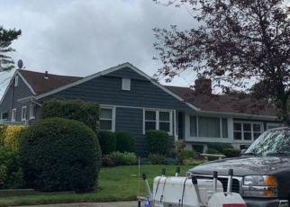 Foreclosed Home en MEADOW CT, Westbury, NY - 11590