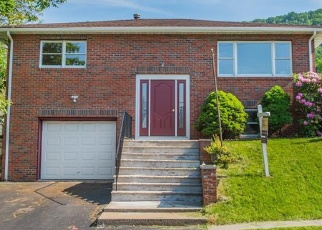 Foreclosed Home en GURNEE AVE, Haverstraw, NY - 10927
