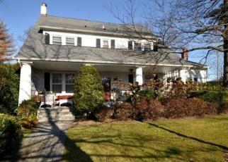 Foreclosed Home en DEMOTT PL, Rockville Centre, NY - 11570