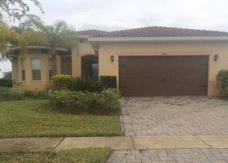 Foreclosed Home in GOLDEN KNOT DR, Kissimmee, FL - 34746