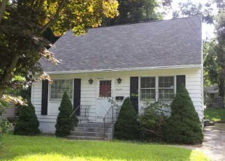 Foreclosed Home en EDGEWOOD AVE, Ansonia, CT - 06401