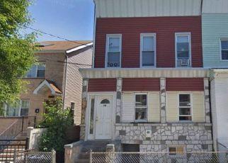 Foreclosed Home en GLEN ST, Brooklyn, NY - 11208