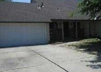 Foreclosed Home en GRANDSTAFF DR, Sacramento, CA - 95823