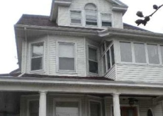Foreclosed Home en FOREST PKWY, Woodhaven, NY - 11421