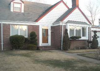 Foreclosed Home en WALES AVE, Baldwin, NY - 11510