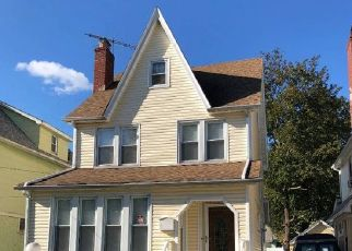 Foreclosed Home en 209TH ST, Queens Village, NY - 11429