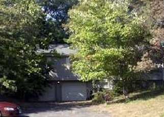 Foreclosed Home en SPOONVILLE RD, East Granby, CT - 06026