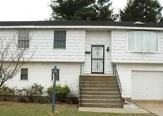Foreclosed Home in WOODSIDE AVE, Freeport, NY - 11520