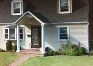 Foreclosed Home en GABLES RD, Hicksville, NY - 11801