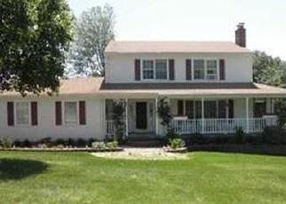 Foreclosed Home en HILLTOP RD, Oakville, CT - 06779