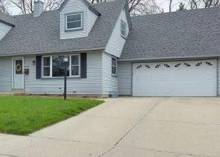 Casa en ejecución hipotecaria in West Bend, WI, 53090,  CHERRY ST ID: P1058747