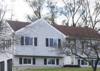 Foreclosed Home en TOWN VIEW DR, New Milford, CT - 06776
