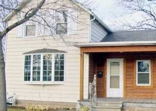 Casa en ejecución hipotecaria in Oconomowoc, WI, 53066,  SUMMIT AVE ID: P1059708