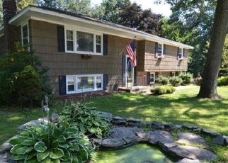 Foreclosed Home en PINECREST RD, North Stonington, CT - 06359