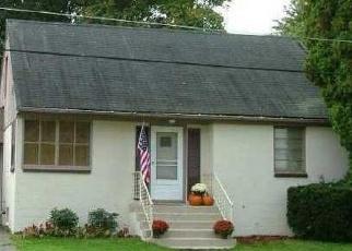 Foreclosed Home en WORTHY AVE, Medina, NY - 14103