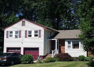 Foreclosed Home en TRINITY AVE, Spring Valley, NY - 10977