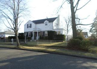 Foreclosed Home en W RAYMOND AVE, Roosevelt, NY - 11575