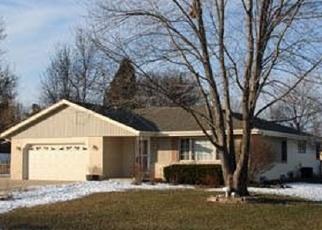 Foreclosed Home en W SILVERLEAF LN, Milwaukee, WI - 53223