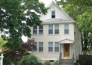 Foreclosed Home en NICHOLS AVE, Stratford, CT - 06614