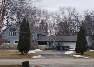 Foreclosed Home en PARKVIEW LN, Hales Corners, WI - 53130
