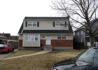 Foreclosed Home en CLINTON AVE, Farmingdale, NY - 11735