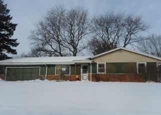 Foreclosed Home en N 52ND ST, Milwaukee, WI - 53223