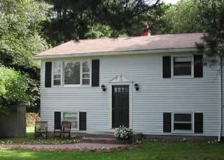 Foreclosed Home en CLARKS FALLS RD, North Stonington, CT - 06359